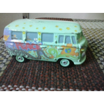 Combi Vw Coleccion Cars Hippie 60s Clasico Pixar Disney Op4