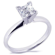 Anillo Con Diamante Corte Princess De 1.00 Cts. Oro De 14k.