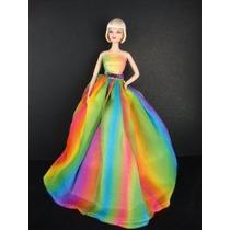 Un Impresionante Arco Iris Inspirado Barbie Doll Sized Vesti