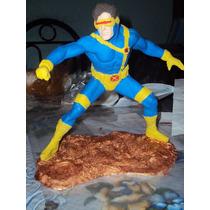 Figura De Resina Ciclope De X-men Marvel Legends