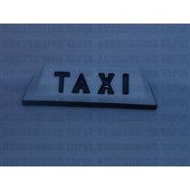 Copete De Taxi Con Letras Negras Sobre Saltadas