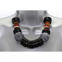 Collar Moda Negro Aros Multicolor Y Tejido En Forma Esfera