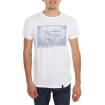 Hot Topic Playera Atticus Photo Finish Tshirt