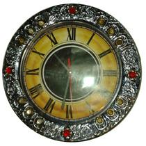 Reloj De Repujado En Aluminio Con Imitación De Gemas