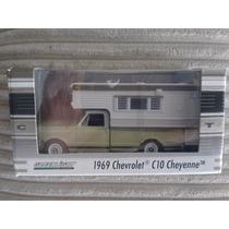 Greenlight 1969 Chevrolet C10 Cheyenne Exclusivo Camper