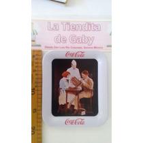 Charola De Coca Cola Metalica Escena De Los 50s 19x16cm