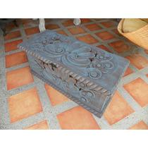 Baúl Vintage Tallado En Madera Y Con Decapado Antiguo