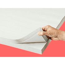 Caja Con 600 Hojas De Papel Periodico De 50x76cm Calibre 30