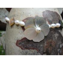 Collar En Perlas Y Flor En Concha