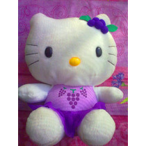Hello Kitty De Peluche Vestida De Uvita