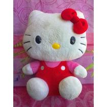 Hello Kitty De Peluche Con Vestimenta Clasica