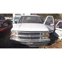 Parrilla Chevrolet Suburban 94-95