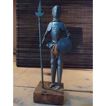 Caballero Medieval Antiguo Con Armadura