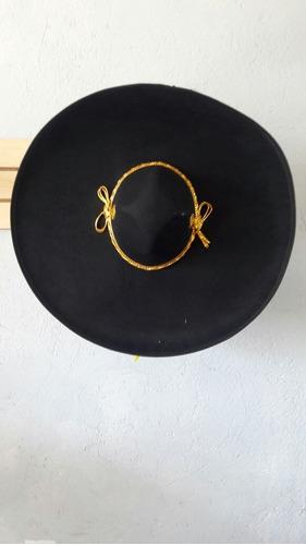 2 Sombrero Charro Mariachi Negro Toquilla Adulto Mexico. Precio    589 Ver  en MercadoLibre 4e4c1ddcde7