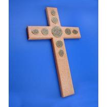 Cruz De Madera Con Aplicación Circular En Latón Viejo