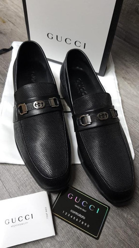 8b0558a526014 Zapatos De Vestir Gucci Piel Color Negro Hebilla Al Frente!