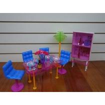 Barbie Tamaño Dollhouse Comedor Con El Gabinete Y Soporte De