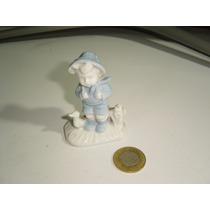Vintage Figura De Porcelana Japan Niño Con Pato Y Mochila