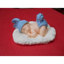 Bebé Jabón Con Disfraz De Conejito Sobre Cojin Para El Baby