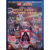 Dvd Justice League Vs Bizarro League + Minifigura Batzarro