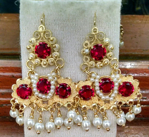 a88c69c08edf Aretes Tipo M Oro Laminado Con Piedra Y Perlas Filigrana