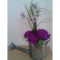 Maceta De Metal Regadera Con Flores Artificiales Mdn