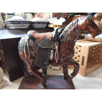 Caballo Super Retro Fabricado En Yeso Con Base De Madera