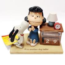Figura De Resina Snoopy Lucy Calendario
