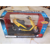 Motocicleta Phantom Scooter Escala 1:13, (no 1:12) Amarilla