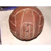 Balon De Futbol De Cuero , Antiguo , En La Apertura Donde Va