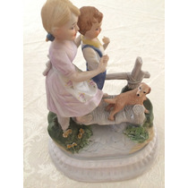 Porcelana, Hermosa Figura De Niños En El Puente.