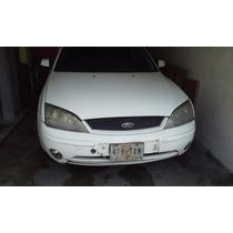 Ford Mondeo 2.5 L. 2002, Estandar, Blanco, 5 Puertas.