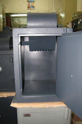 Caja Fuerte Con Tombola, Combinación Y Chapa Doble Control