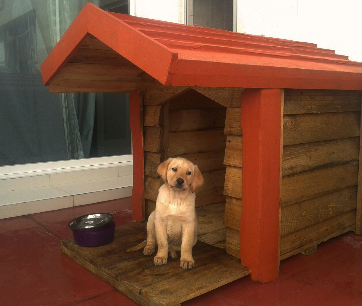 Casa de madera para perro c terraza techo - Techos para casas de madera ...