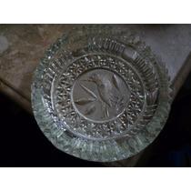 Cenicero De Vidrio Grabado Con Diseño De Ave En Bajo Relieve