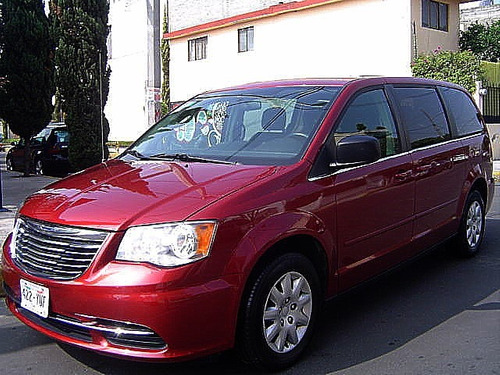 Chrysler Town & Country 5p Aut Lx 2013