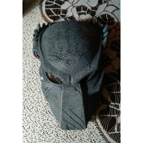 Dos Máscaras De Depredador