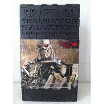 Hot Toys Terminator Salvation Endoskeleton T-600 1/6 Nuevo