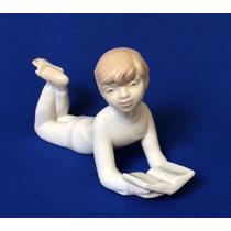 Figura De Porcelana Española De Niño Leyendo