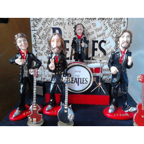 The Beatles Set De Figuras Con Escenario E Instrumentos