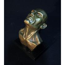 Escultura De Bronce Mirando Al Cielo Con Base De Marmol