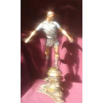 Escultura De Metal Futbolista Terminado Tipo Bronce Antiguo