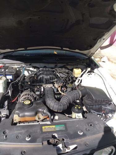 Ford Mustang 2p Lujo V6 2008
