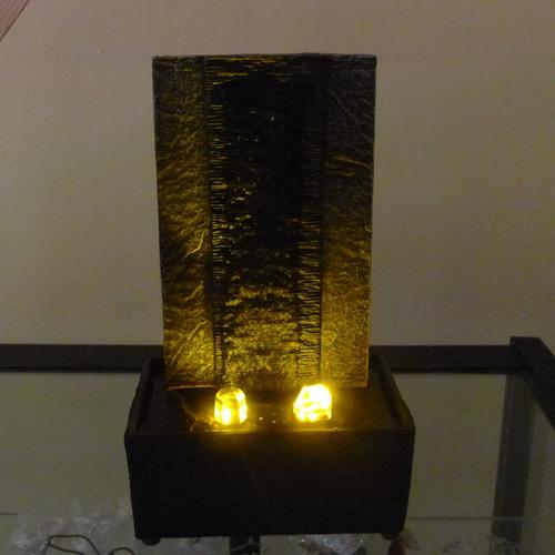 fuente decorativa tipo cascada con luz led en