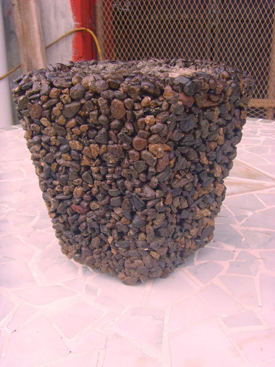 Hermosa maceta hexagonal de piedras de rio original for Macetas de piedra para jardin