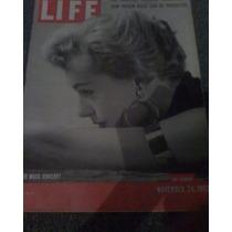 Revista Life En Ingles Too Much Jewelry?