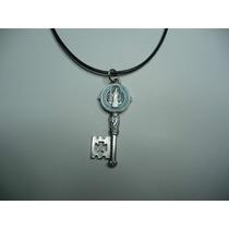 Moderno Dije Medalla Metalico Llave De San Benito Azul