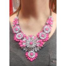 Hermoso Collar Grande Color Rosa Con Piedras Brillantes