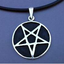 Dije Medalla Pentagrama Invertido Negro Baphomet 2.5cm Plata