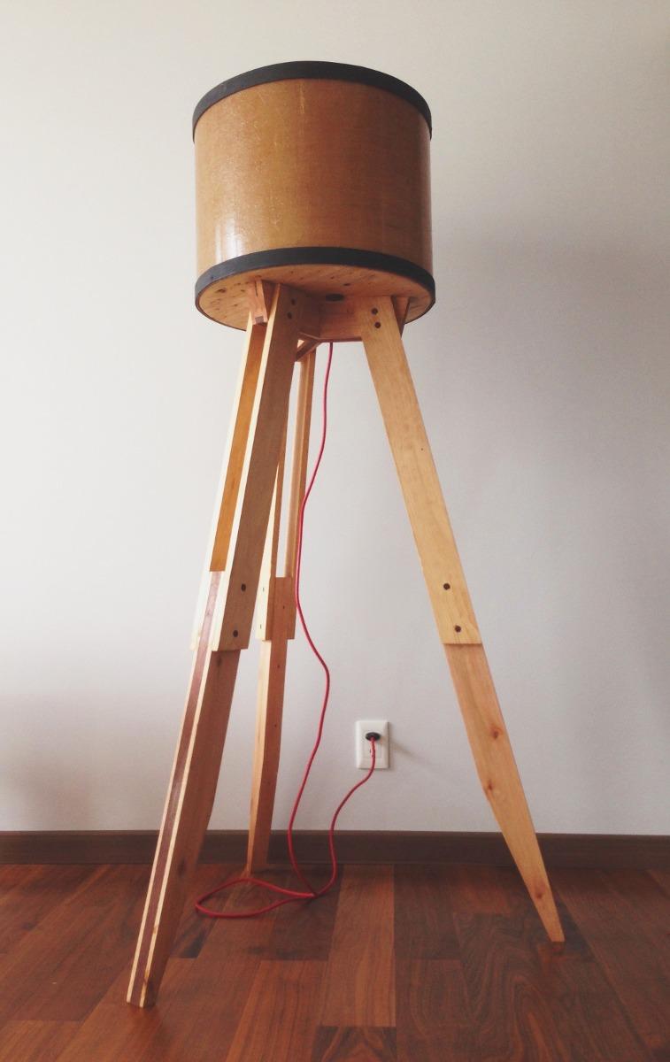 Lampara de madera reciclada con pantalla yute 2 for Bar con madera reciclada